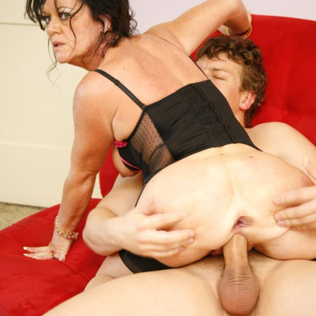 Stepmom loves anal sex and double penetration